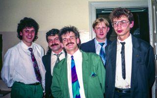 Zespół Sfinks przed zabawą sylwestrową 1993 r. w szatni DK