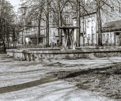 """""""Późny Gomułka"""" - socrealizm na plantach. Zdjęcie z 1976 roku"""